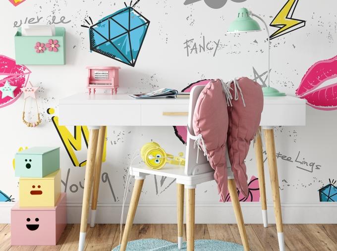 mockup-d-org-tapeta-do-pokoju-mlodziezowego-komiksowa-dla-dziewczynki-queen-wzorek-biale-tlo-rozowe-1151518001