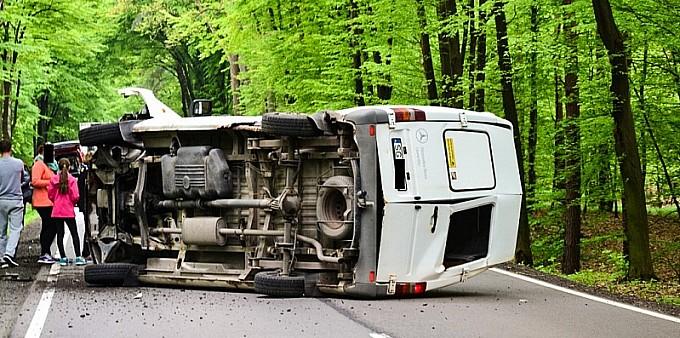 DW 919: Czołowe zderzenie busa z BMW